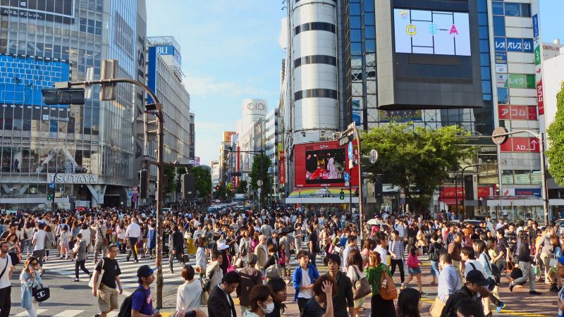 image of shoppers in Tokyo